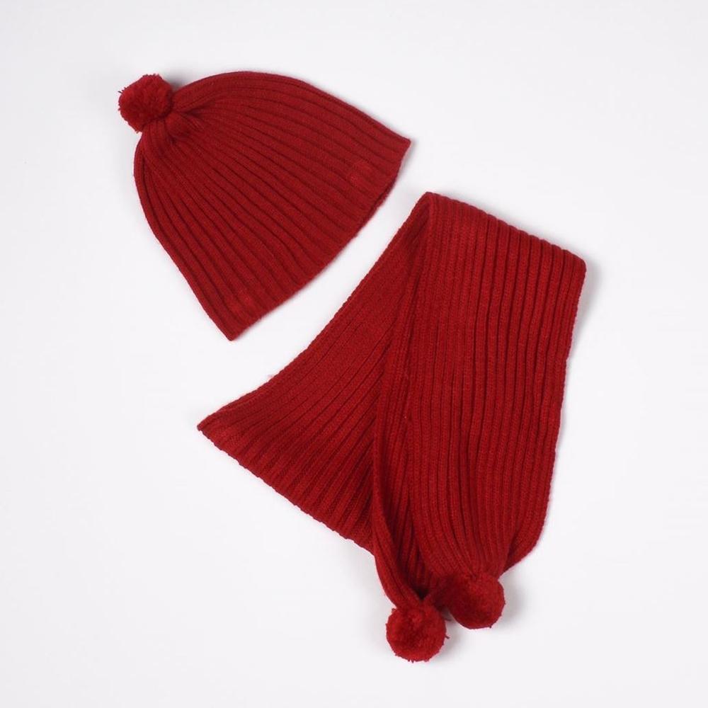Imagen de Gorro y bufanda de bebé rojo