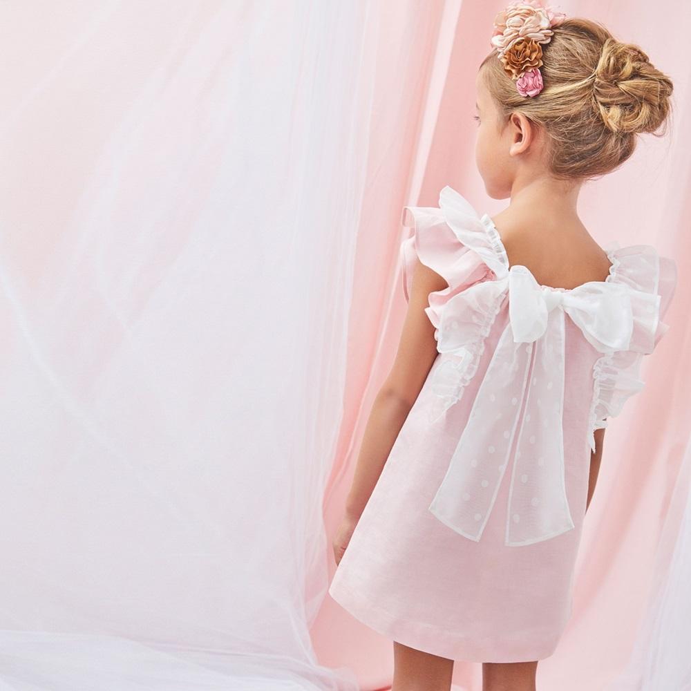 Imagen de Vestido de niña en rosa claro con volantes