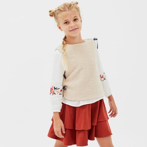 Imagen de LOOK Boho falda roja-chaleco