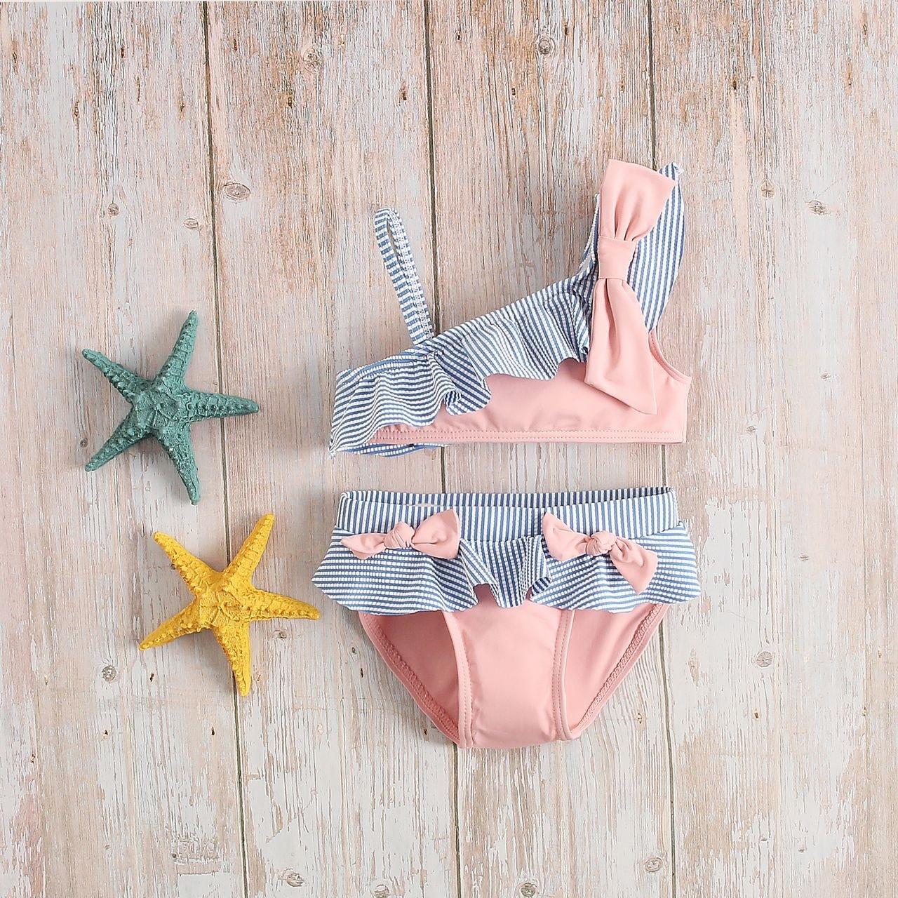Imagen de Bikini niña asimétrico rosa con volantes de rayas