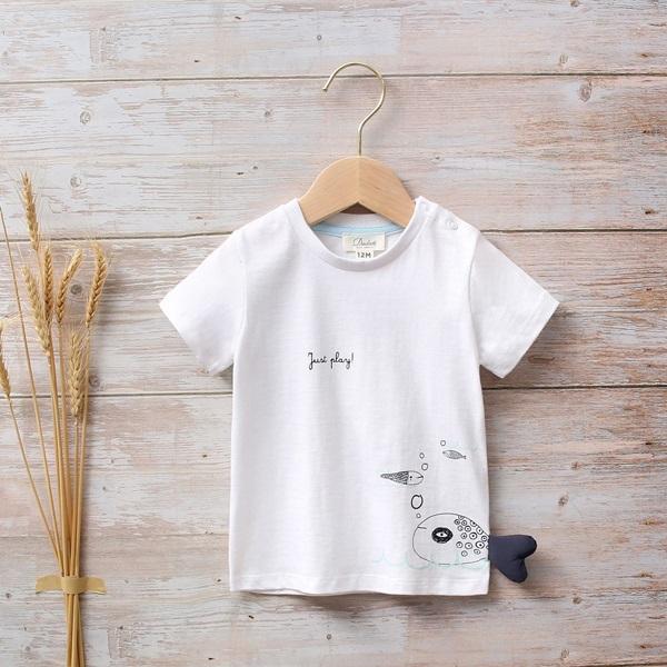 Imagen de Camiseta blanca bebé con estampado de pez en lateral