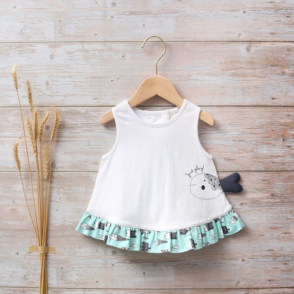 Imagen de Camiseta bebé niña blanca sin mangas con volante de estampado
