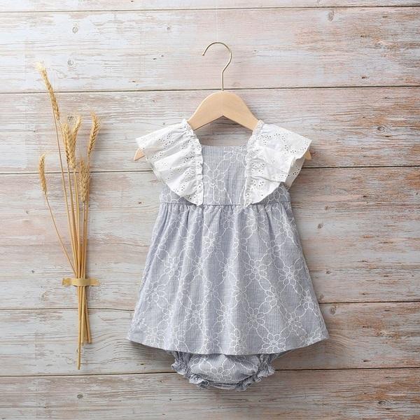 Imagen de Vestido bebé rayas azul con estampado de margaritas y volantes