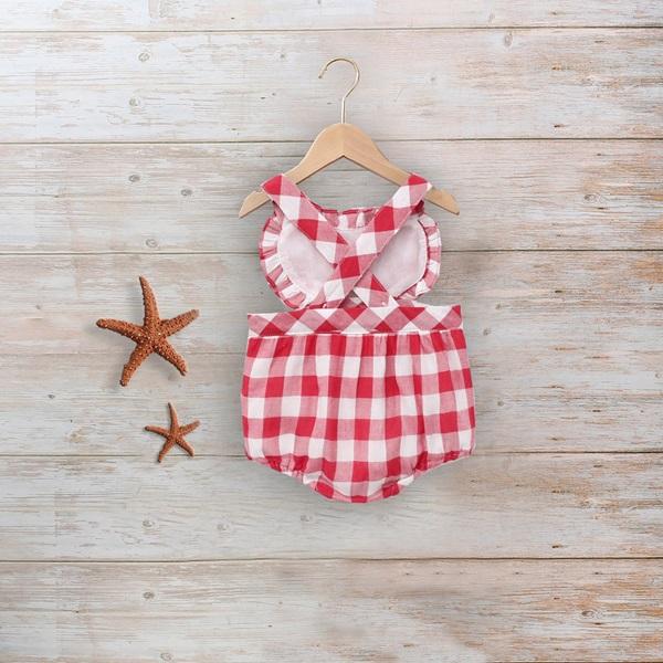 Imagen de Ranita pichi roja bebé en cuadros Vichy y corazón en pecho