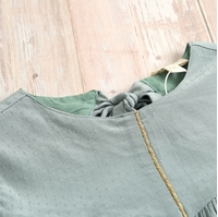 Imagen de Vestido niña fluido verde detalle dorado