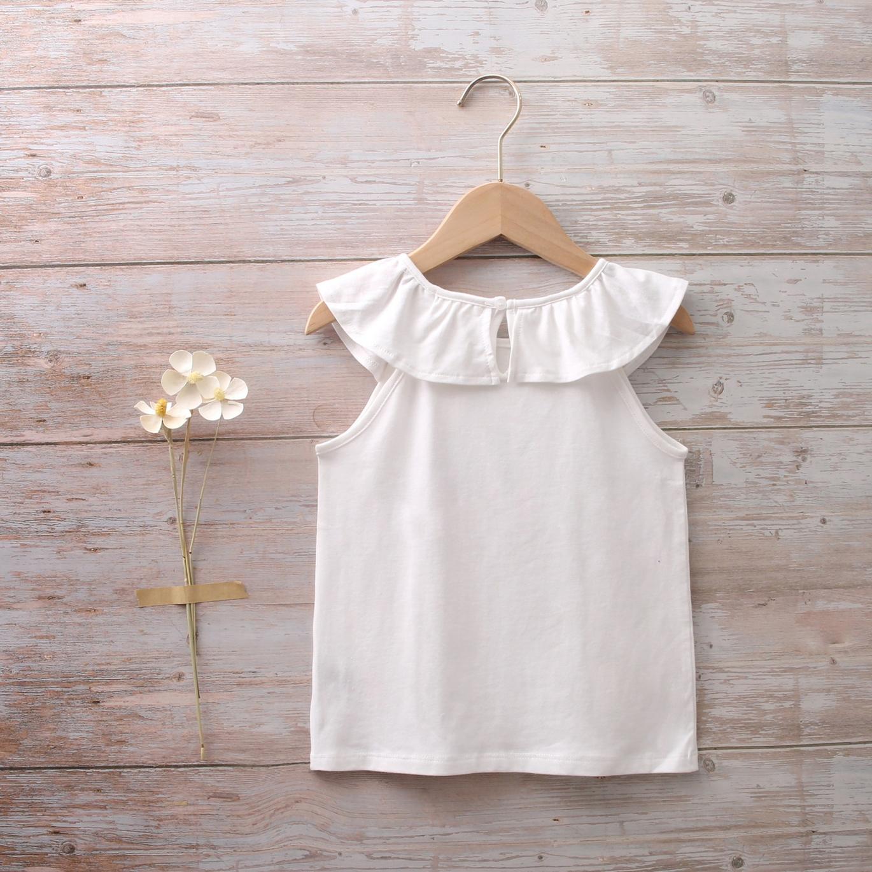 Imagen de Camiseta niña blanca cuello volante y bolsillos