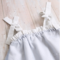 Imagen de vestido bebe ceremonia galaxia cuerpo tul azul con lentejuelas plateadas