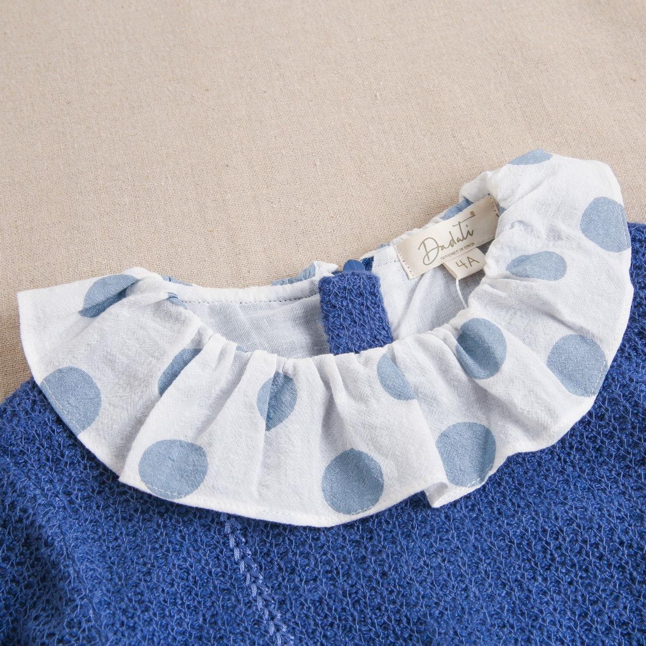 Imagen de Vestido de niña tejido punto azul con bordado de bolsito
