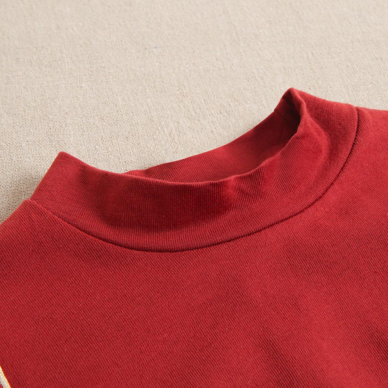 Imagen de Camiseta granate de niña con volantes laterales y cinta dorada