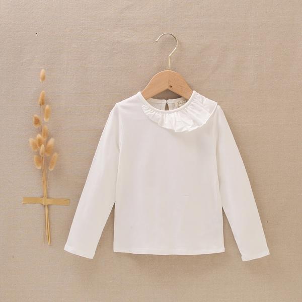 Imagen de Camiseta blanca de niña con el cuello volante asimetrico