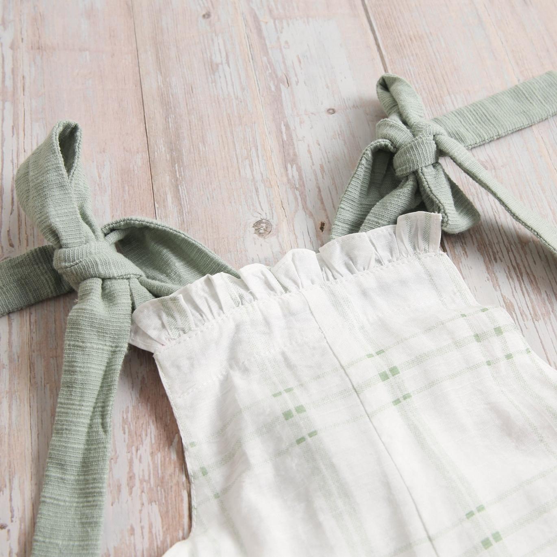 Imagen de Peto de bebe cuadros verdes con tirantes