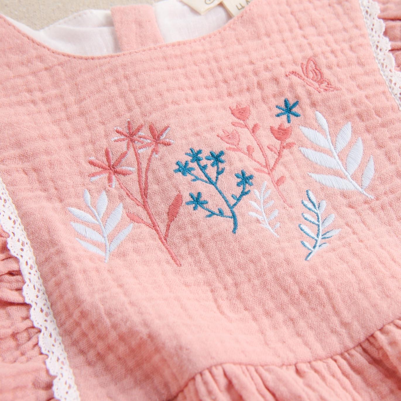 Imagen de Vestido de niña bambula rosa con bordados de ramas